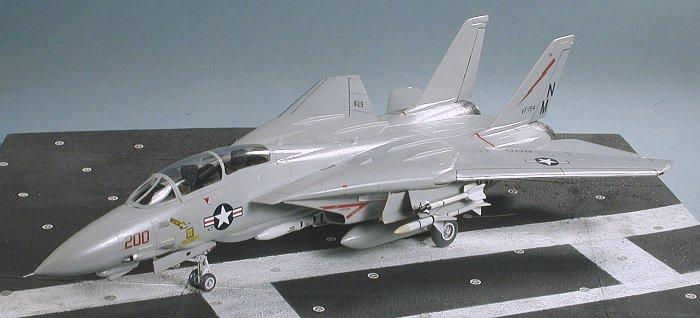 Hasegawa 1:72 Scale F-14A Tomcat Low Model Kit